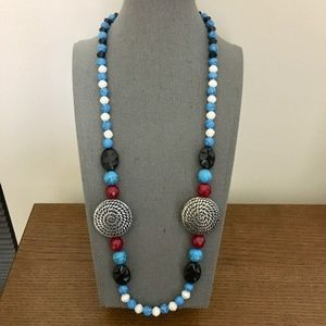 3/$25 ** Blue white n silver chunky beads necklace